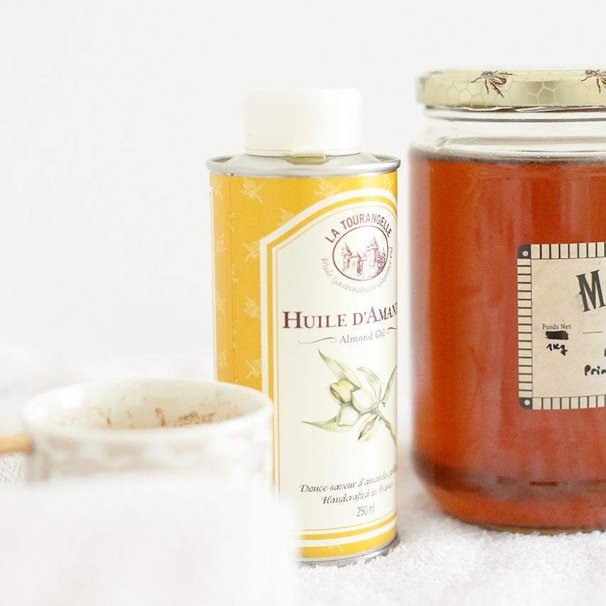 huile d'amande douce et le miel ingrédient pour réaliser un gommage au marc de café