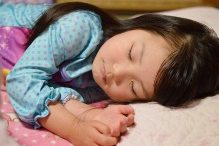 子供 寝る時間