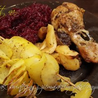 Kurczak świąteczny z ziemniakiem zakręconym na patyku