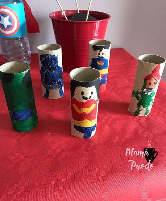 superhéroes con rollos de papel higiénico