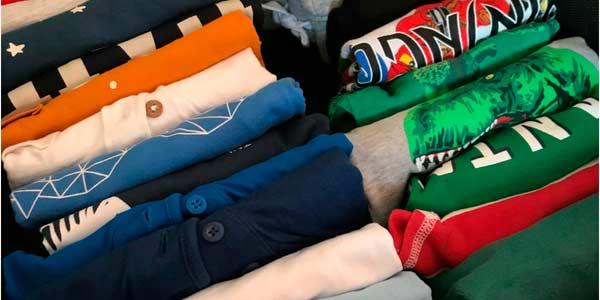 así está la ropa dentro de la caja de almacenaje