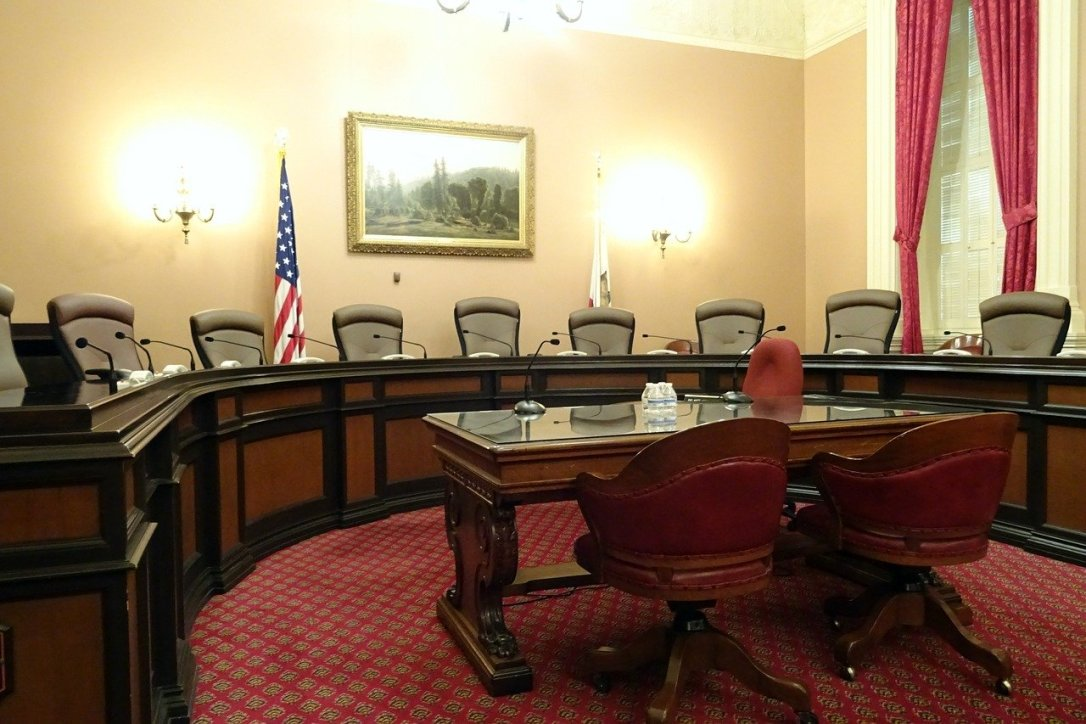 committee-room-1022791_1280