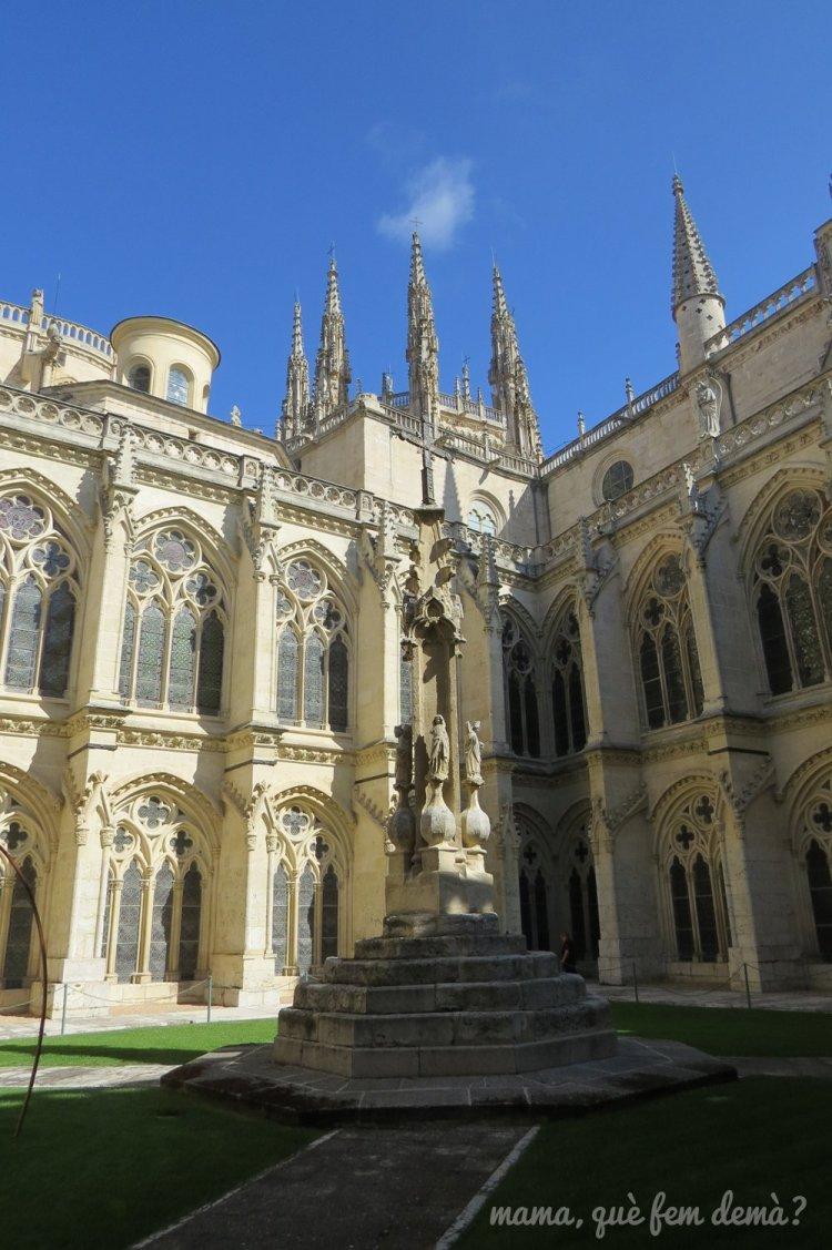 patio interior de la catedral de burgos