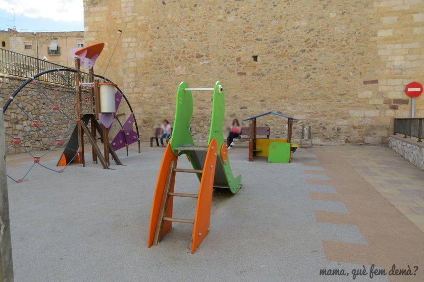 parque infantil detrás de la Iglesia de Sant Miquel de Montblanc
