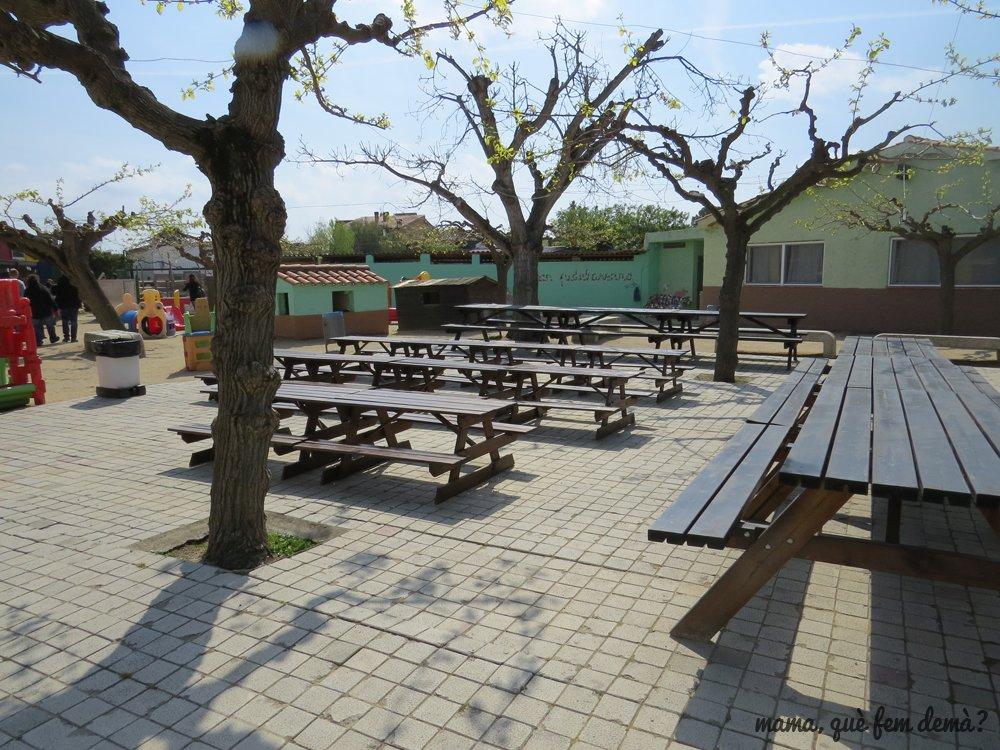 Mesas de picnic en la Granja Can Pidelaserra