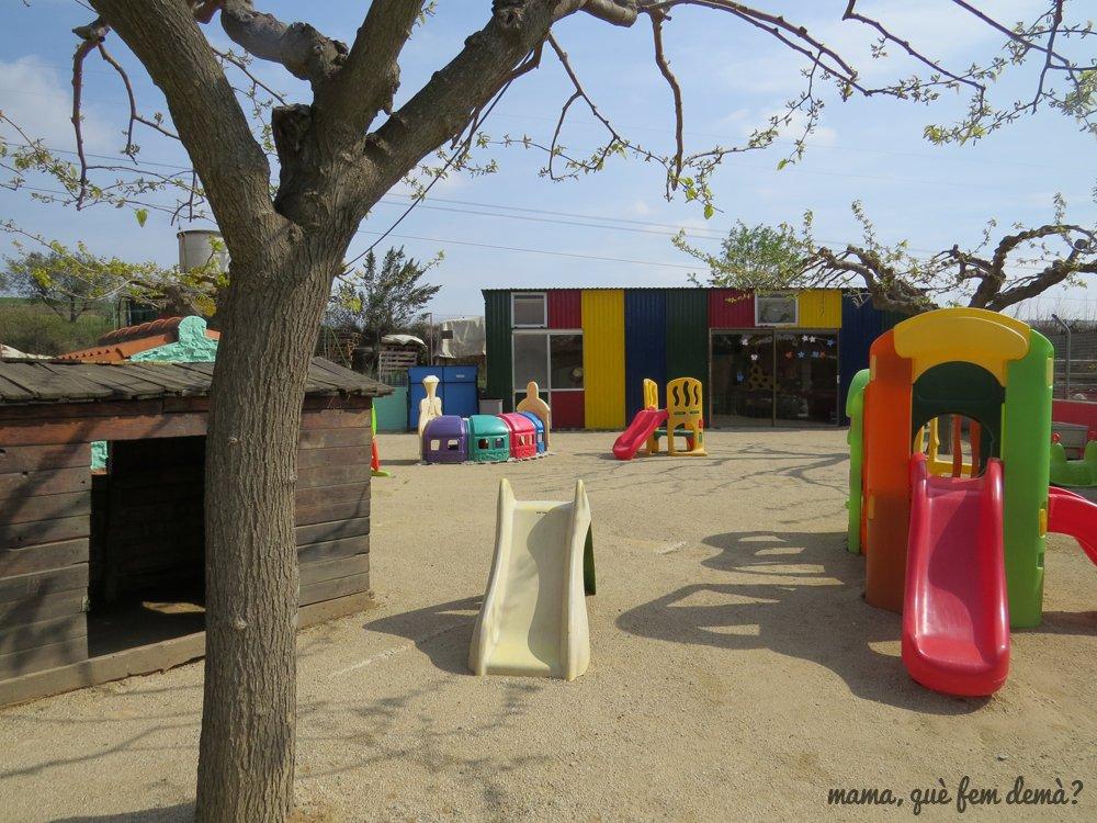 Toboganes y una sala cubierta en la Granja Can Pidelaserra