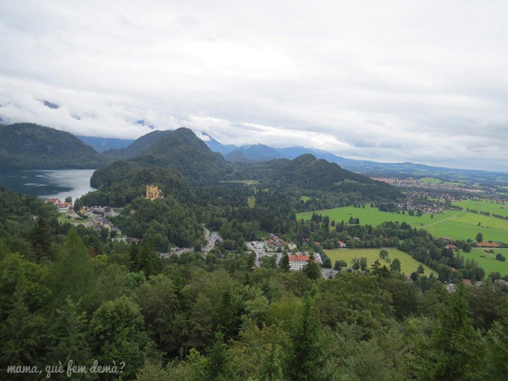 vistas del Castillo Hohenschwangau y el lago Alpsee desde el castillo Neuschwanstein