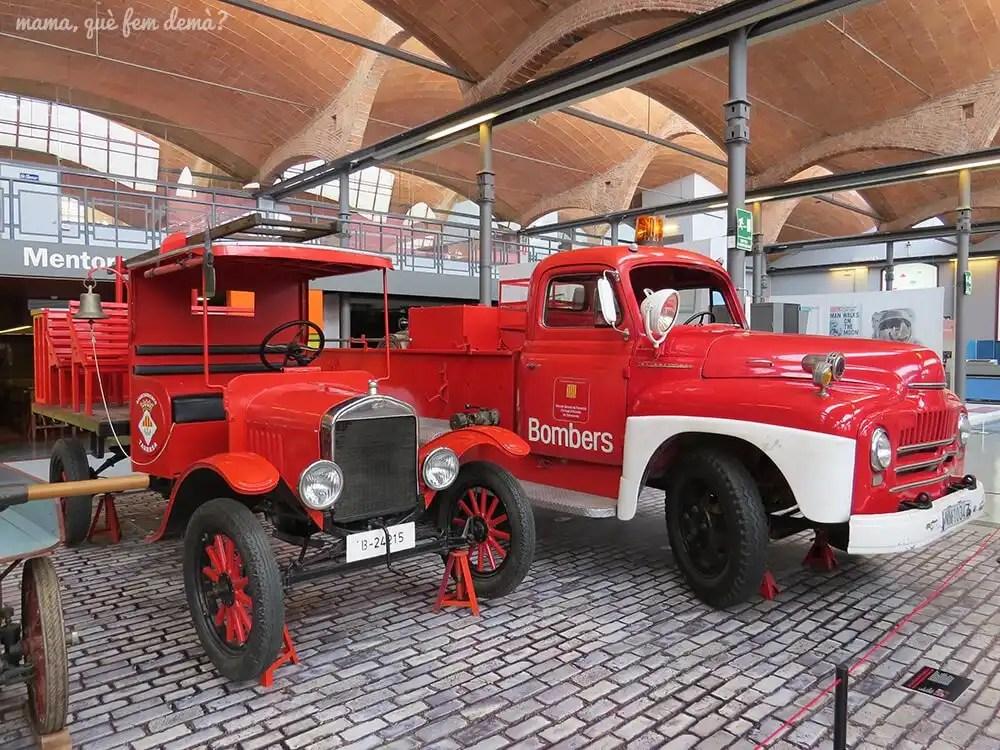 camiones de bomberos en el Museu de la Ciència i de la Tècnica de Catalunya