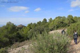 El Puig de l'Espluga se ve a lo lejos.