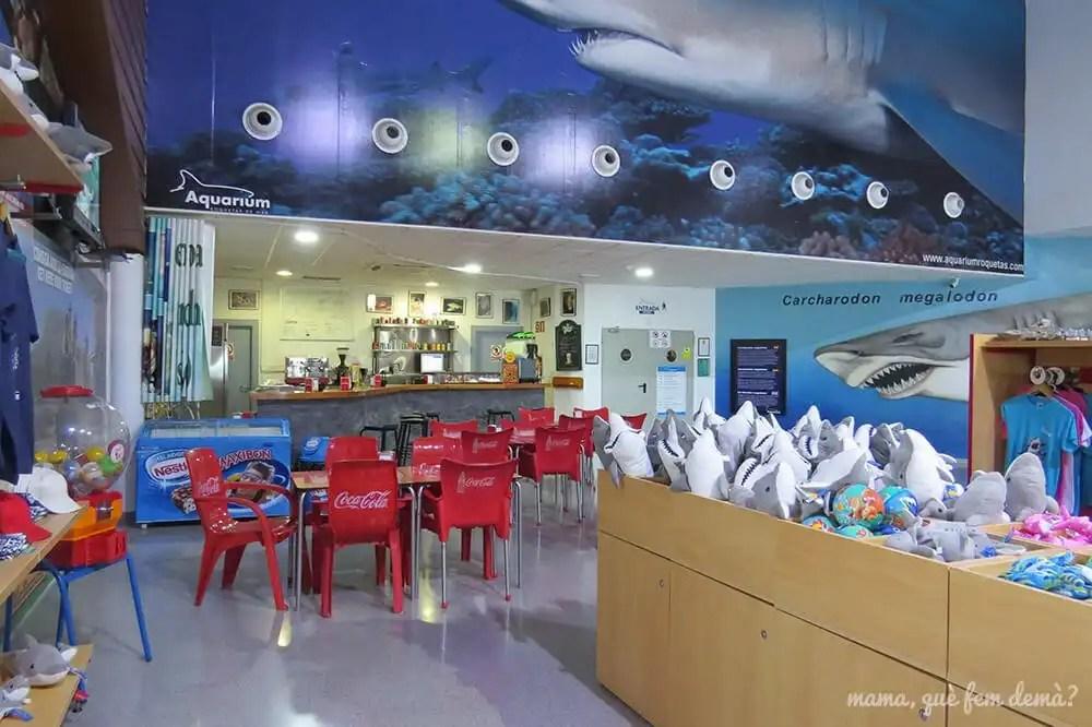 Tienda de recuerdos y bar del Aquarium de Almería