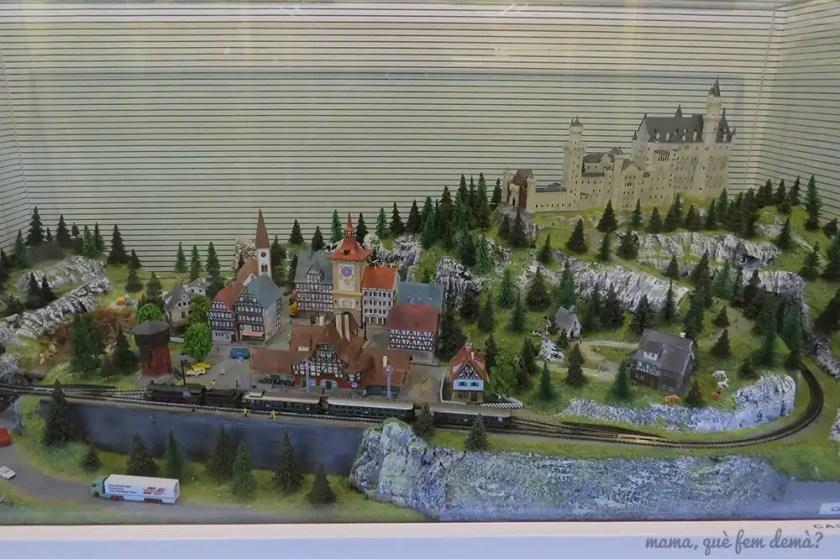 Colección de trenes, casa de muñetas y dioramas del Màgin Món del Tren