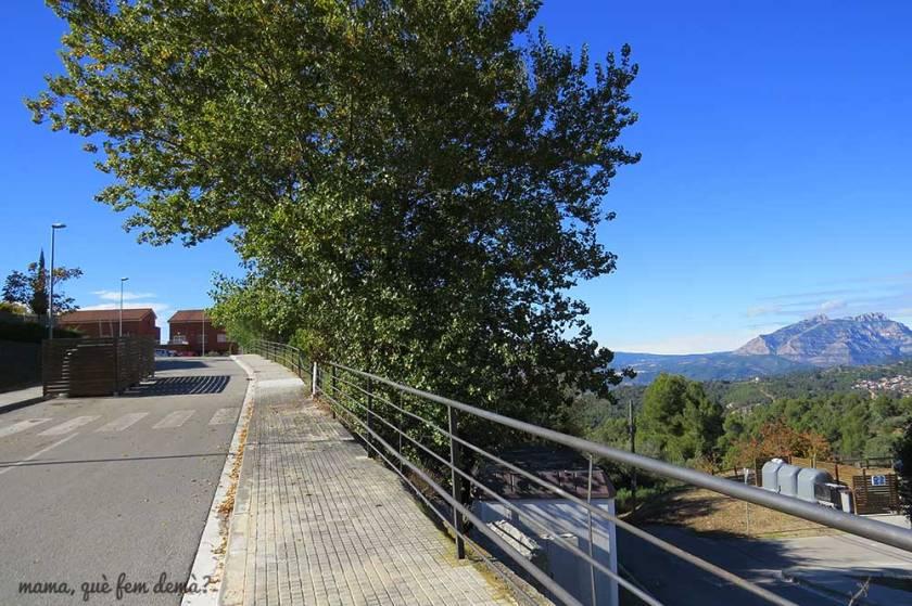 Calle que va hacia el mirador dels Quatre Vents de Ullastrell