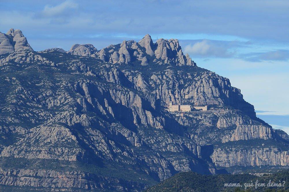 Vistas del Monasterio de Montserrat desde Ullastrell