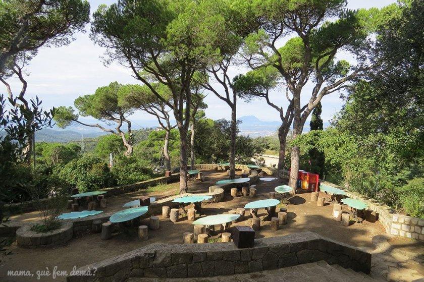 Mesas de picnic en el Tibidabo