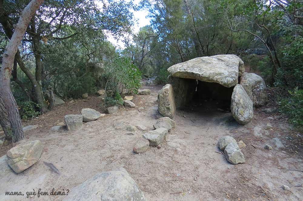 dolmen de cellecs ruta prehistórica la roca del vallès