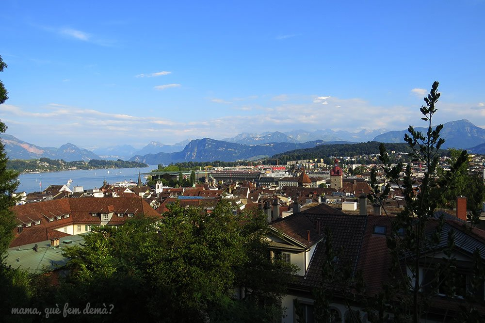 vistas de las montañas desdes las murallas medievales de Lucerna