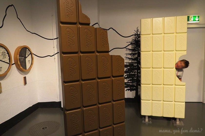 Dos tabletas de chocolate enormes, de mentira