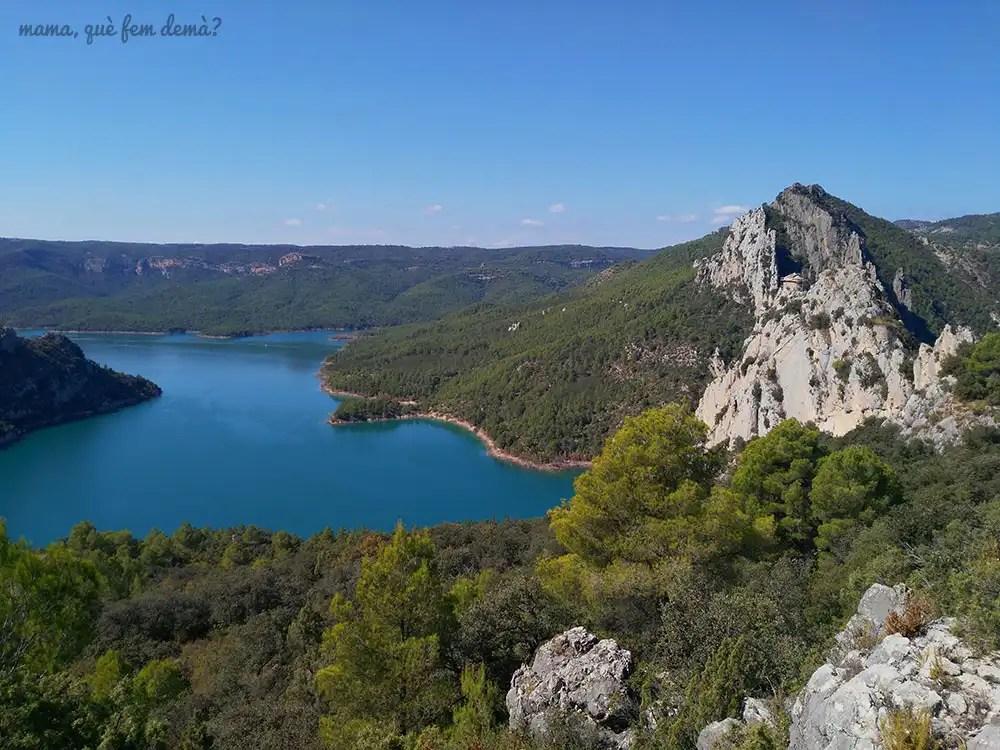 Vistas de la ermita de la Pertusa y del embalse de Canelles desde el camino que va hacia la emita