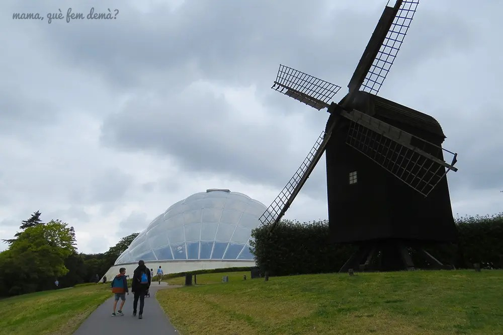 molino e invernadero del jardín botánico de Aarhus