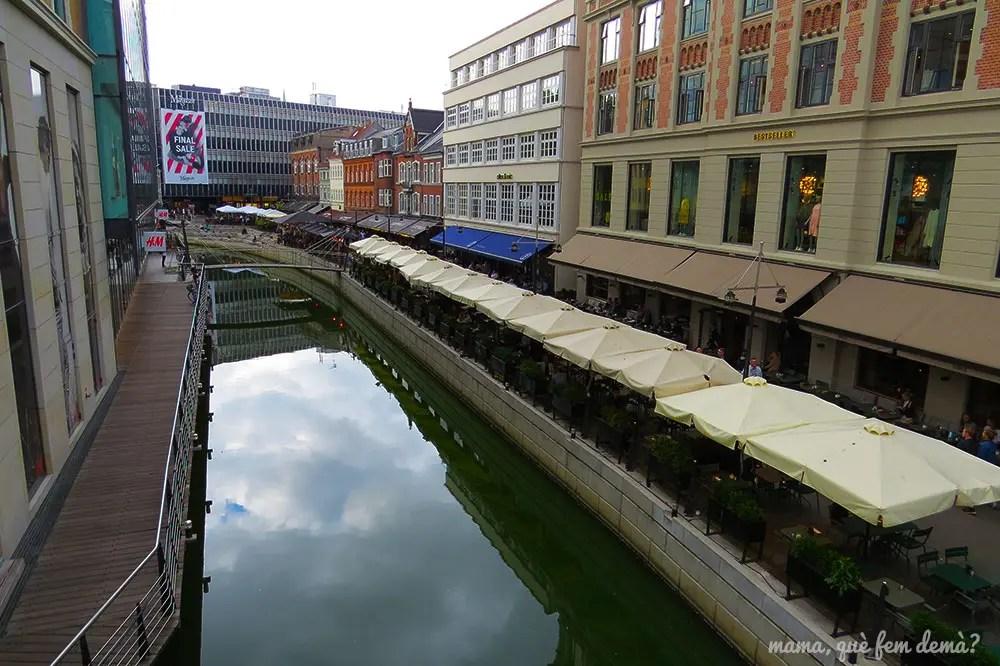 bares en la ribera del río Aarhus