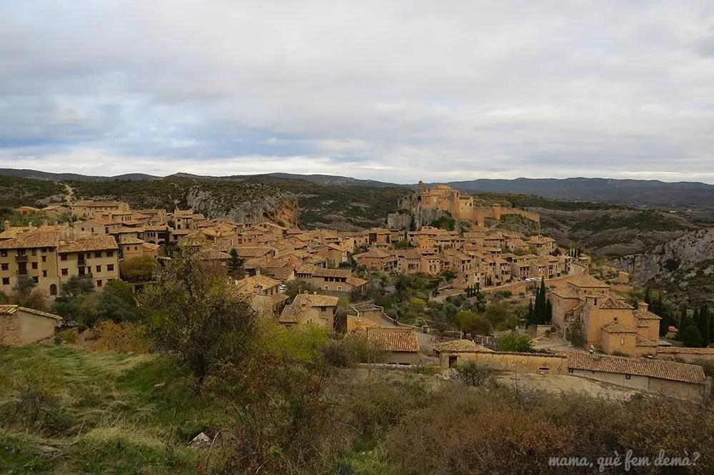 Vistas de la villa medieval de Alquézar desde el mirador sonrisa al viento
