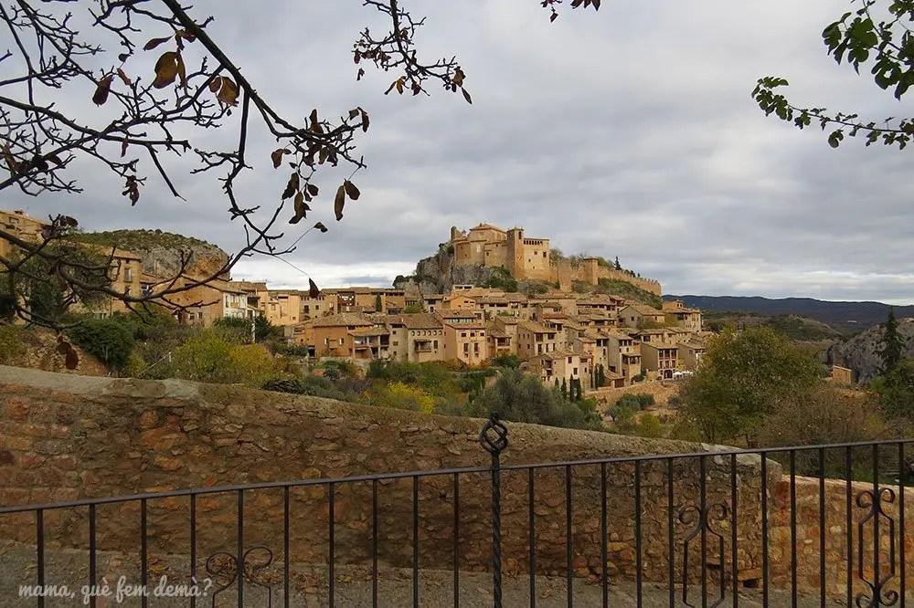 Vistas de la  colegiata y del castillo de Alquézar desde la parroquia de San Miguel Arcángel