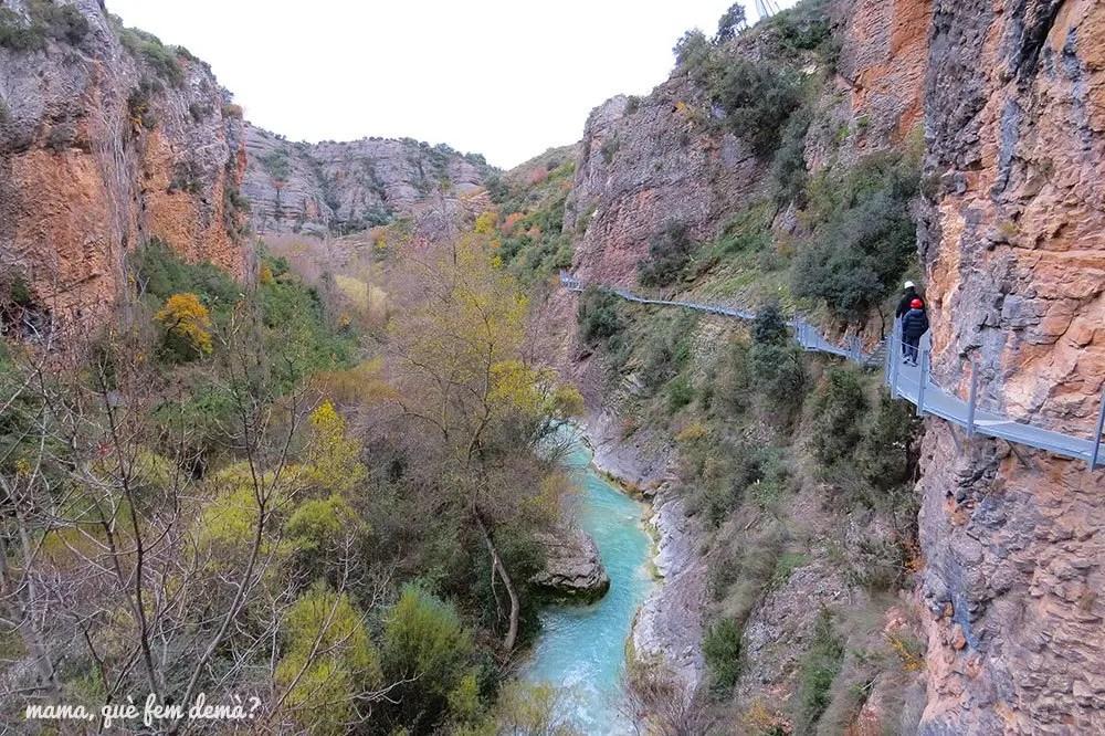 Pasarelas de Alquézar y el río Vero abajo