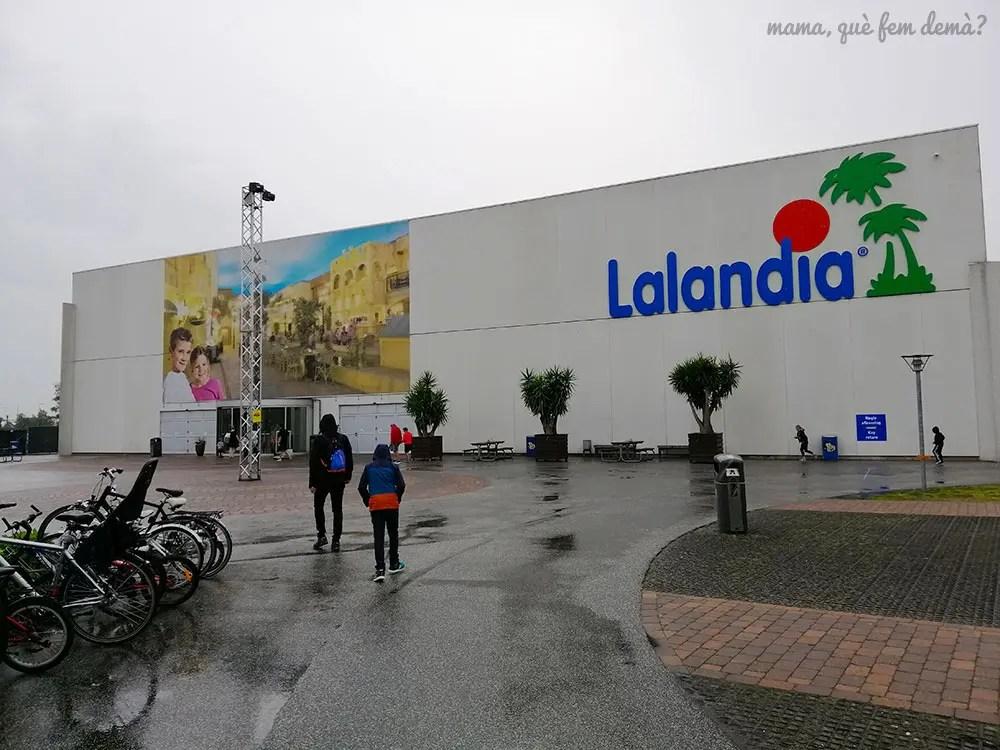 Exterior del complejo del parque acuático Lalandia Aquadome en Billund