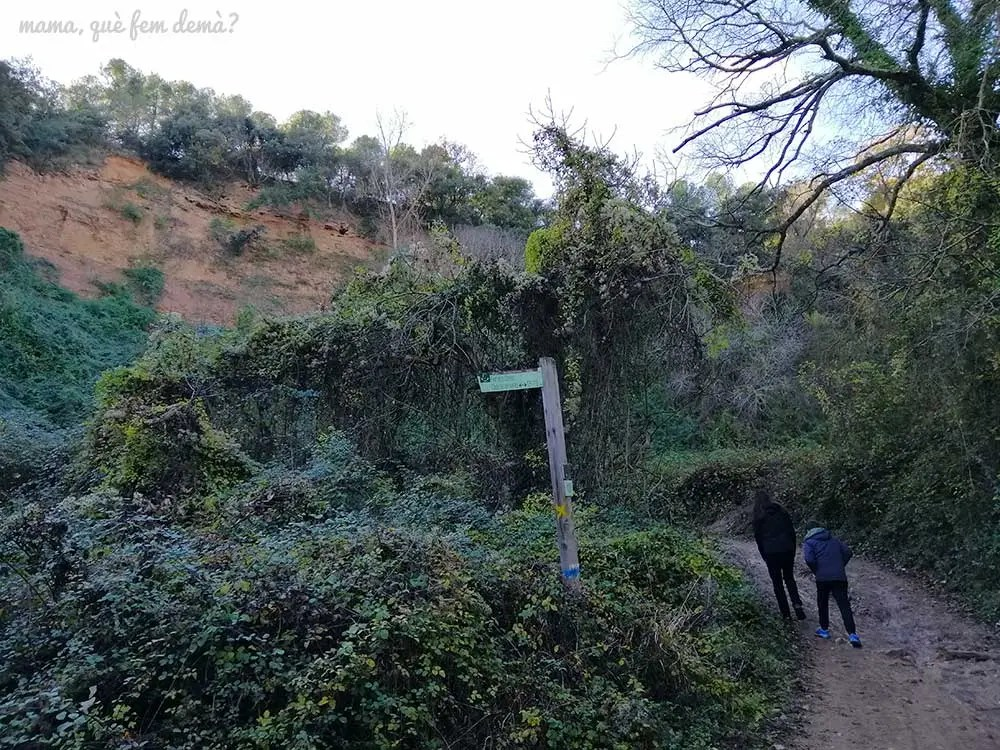 Desvío en el Torrent de Ribatallada hacia la Font dels Capellans en Sabadell