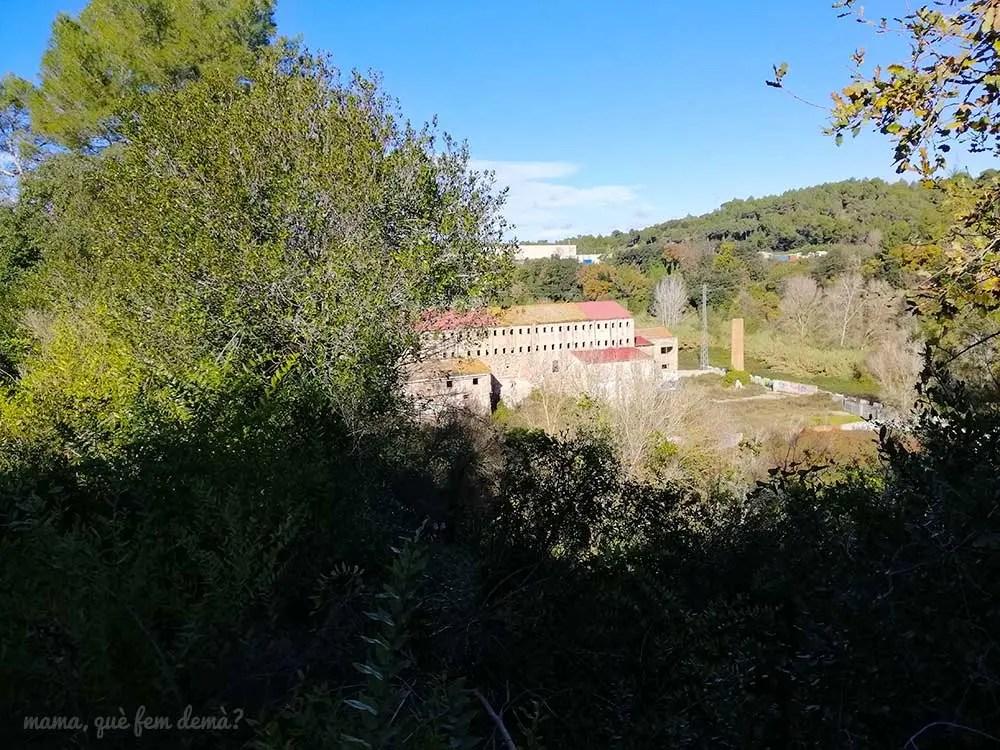 Vista del Molí d'en Mornau desde el camino que lleva al río Ripoll de Sabadell