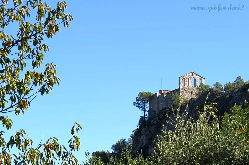 Campanario del Santuari del Foix desde abajo