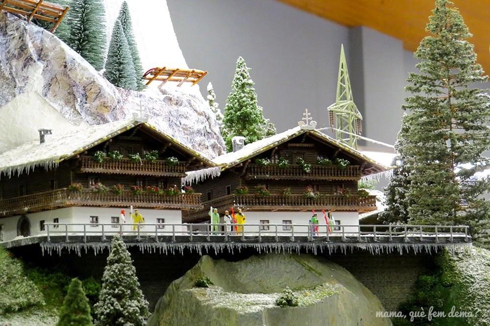 casas suizas en la nieve en la maqueta del Railhome BCN