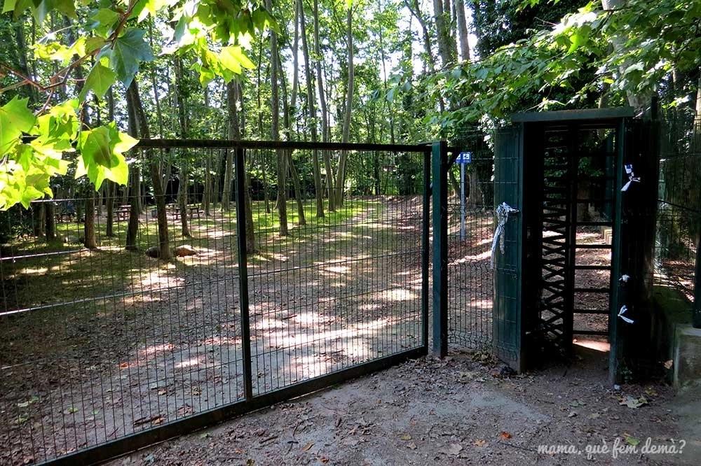 Puerta de hierro de salida del Parc del Reguissol de Santa Maria de Palautordera