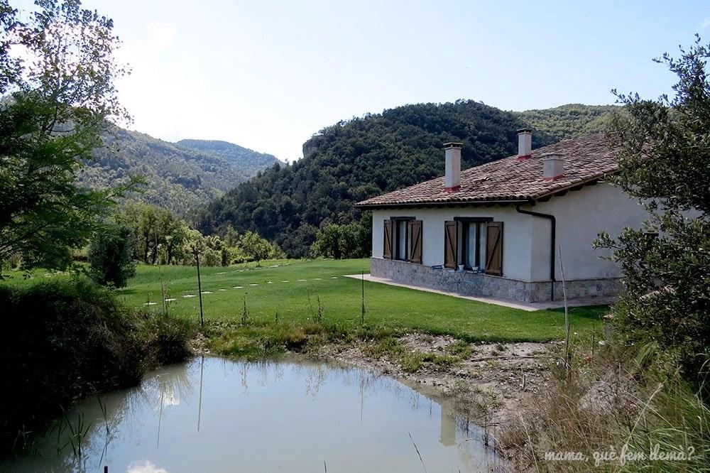exterior de la casa rural Pujolís en Santa Cecilia de Voltregà