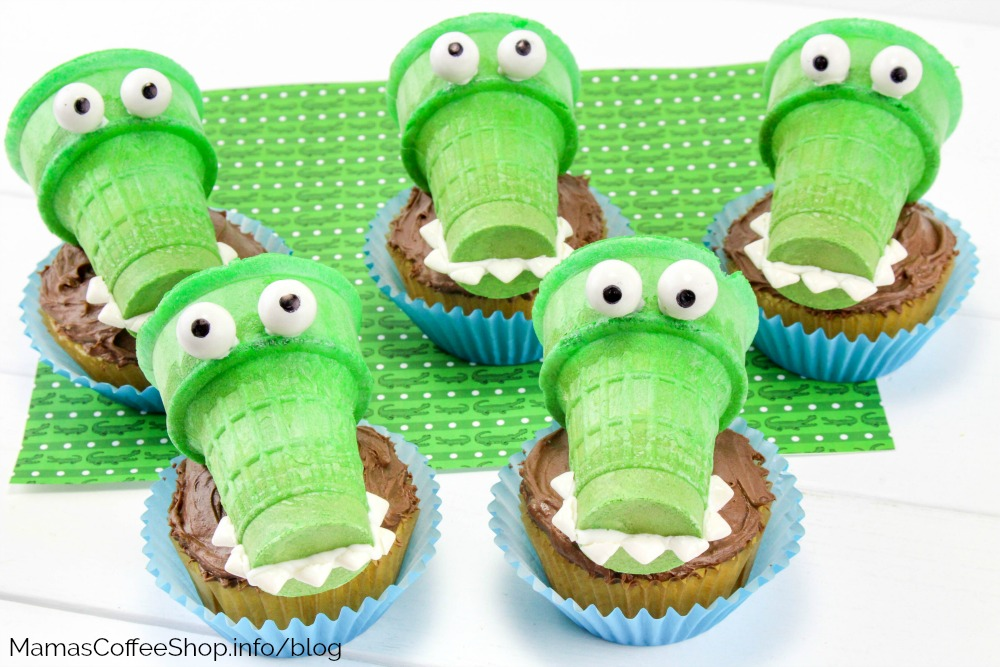 Alligator Cupcakes a Summer Party Dessert