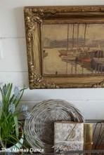 gold frame spring bulb detail
