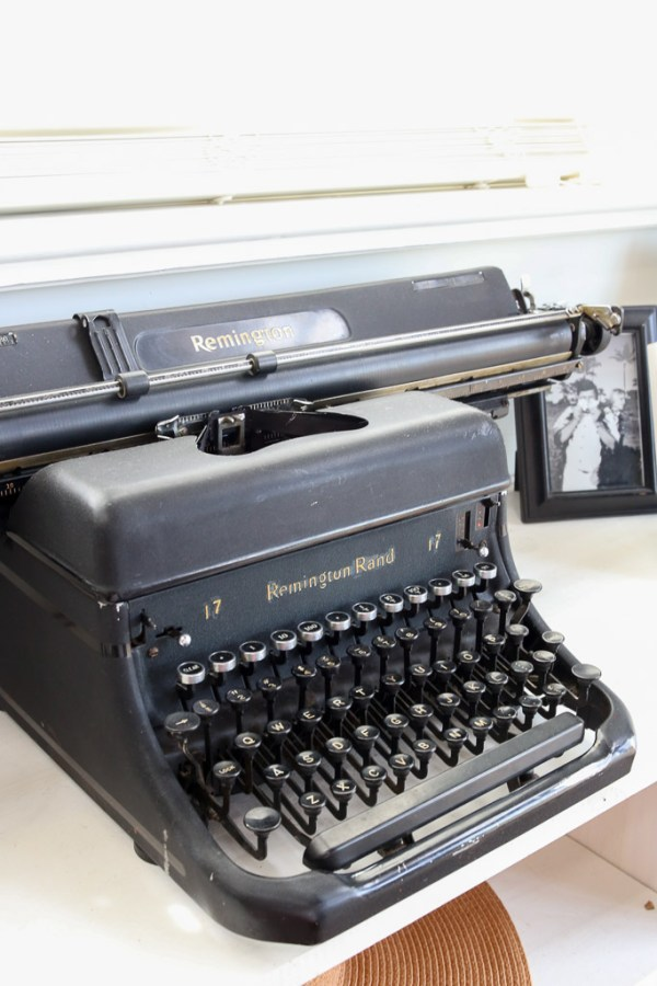Black Remington Typewriter | This Mamas Dance-6
