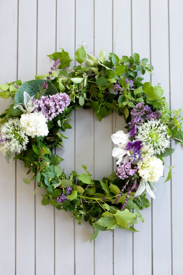 Living Floral Wreath via Ashlea of This Mamas Dance