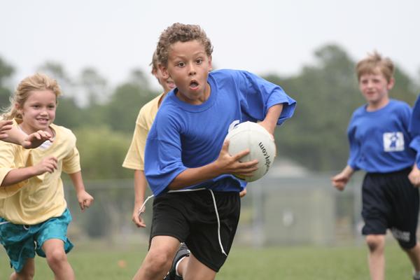 deporte infantil con moderación en las gradas