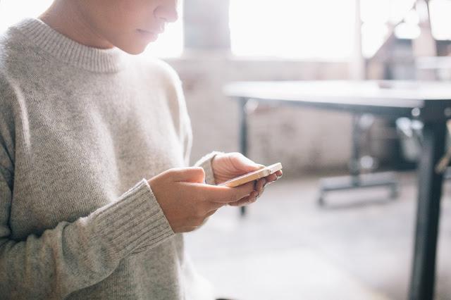 Adolescentes, abandonados a su suerte y a su móvil 1