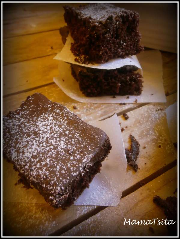 Σοκολατένιο κέικ χωρίς αυγά και γάλα
