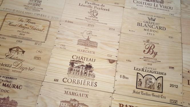 mur en façades de caisses de vin 2
