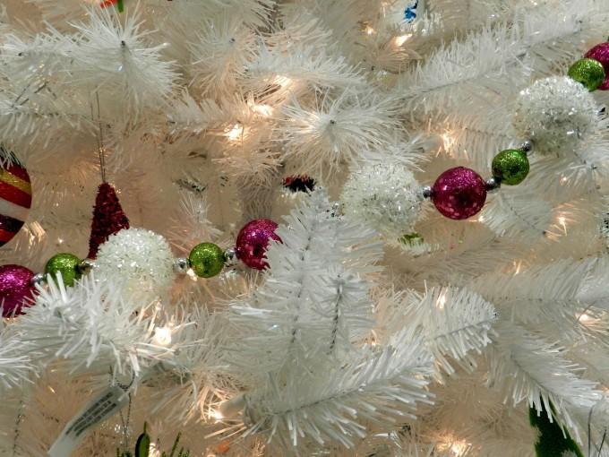 Първа Коледа с изкуствена елха