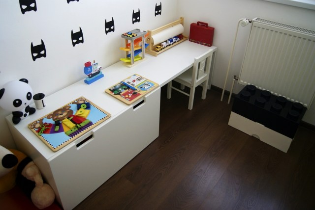 black and white kidsroom