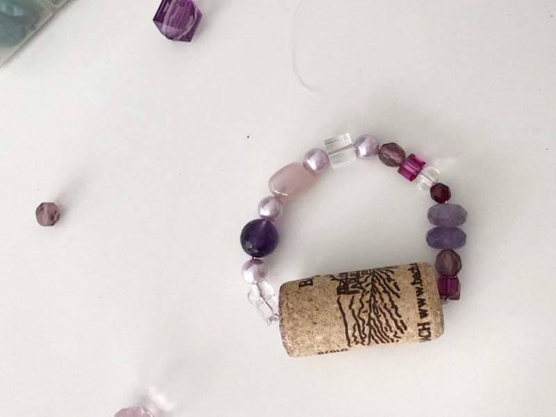 manualidad con corchos de vinos