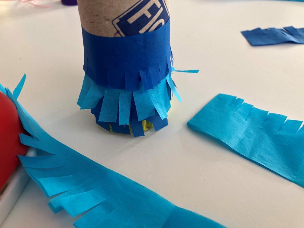 cómo hacer una piñata con un tubo de cartón