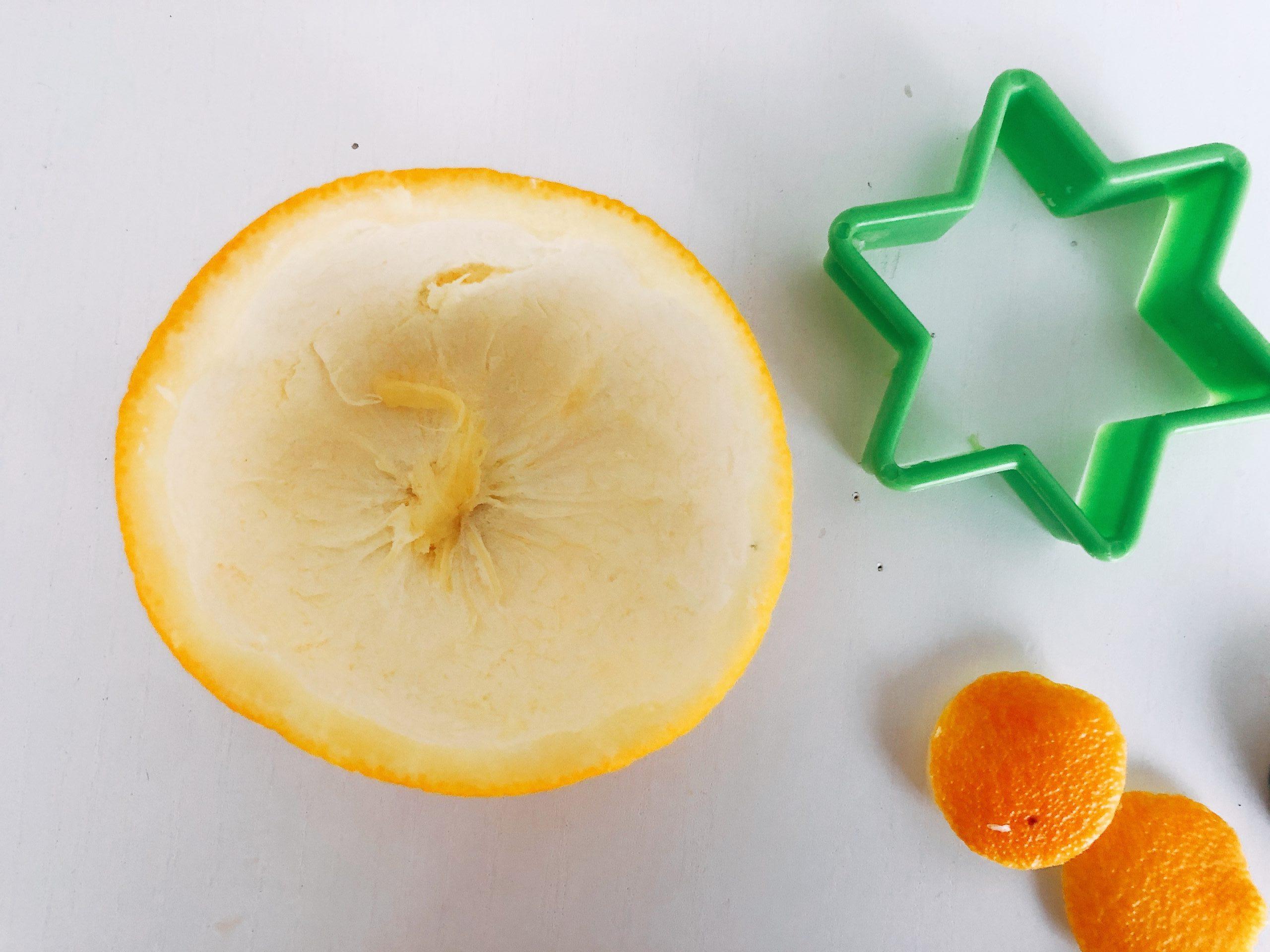 hacer adornos con cáscara de naranja