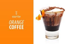 Składniki: – 2 łyżeczki kawy Aurile, polecamy Espresso Experience, – łyżeczka miodu, – pół tabliczki gorzkiej czekolady, – odrobina mleka, – łyżeczka kakao, – 2 plastry pomarańczy, – bita śmietana, tarta czekolada i skóra pomarańczowa do dekoracji. Przygotowanie: 1. Zaparz kawę w 90˚, 2. Wlej do garnuszka trochę mleka na dno i na małym ogniu rozpuść pokruszoną czekoladę, kakao i miód, 3. Mieszaj składniki do momentu połączenia, 4. Do ulubionego kubka włóż plasterki pomarańczy, następnie zalej je przygotowaną kawą i czekoladą, 5. Możesz udekorować deser bitą śmietaną i skórką z pomarańczy.