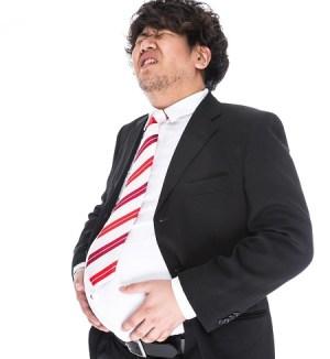 食べ過ぎた男性の画像