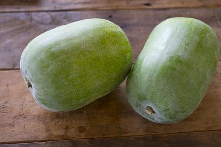 冬瓜は生で食べられるの?苦味や栄養は加熱するのと違う?